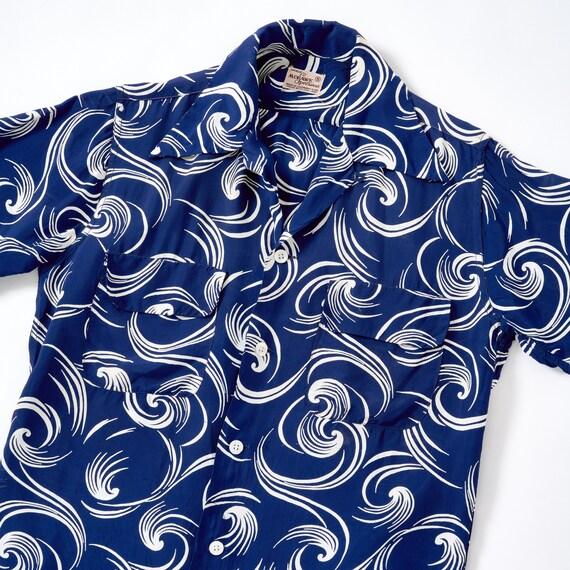 Vintage 1950s Rayon Atomic Loop Collar Shirt Small