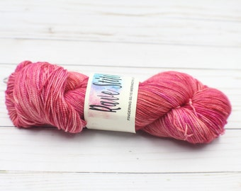 hand dyed 85/15 high twist super wash sock fingering indy dyed merino nylon red pink  knitting weaving crochet yarn