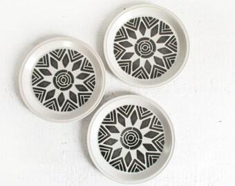 geometric plate set / vintage 70s ceramic dinner plates with mandala pattern