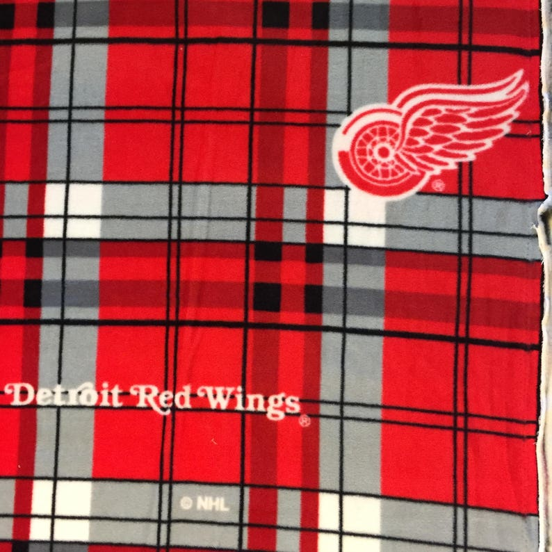NHL HOCKEY DETROIT RED WINGS RED FLEECE FABRIC MATERIAL BY THE 1//2 YARD CRAFTS