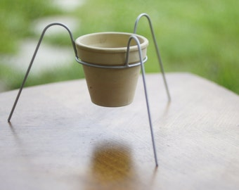 Metal Pot Stand for plants - Plant Stand-  tripod model