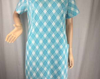 Cute 1960s Shift Dress w/ Peter Pan Collar