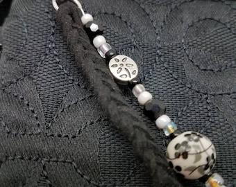 Black and white flower zipper pull