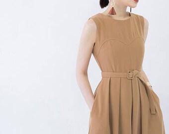 Sleeveless pleated midi dress