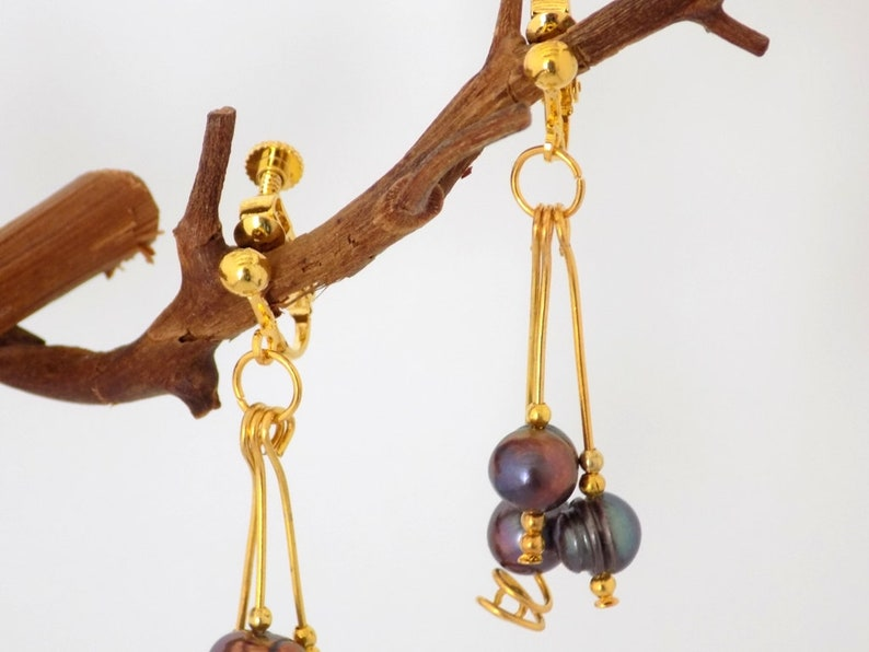 Earrings gold clips 3 pendants natural beads violet reflections