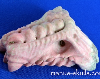 One of a kind and Quirky THULITE Manus DRAGON  Trondelag Norway .....