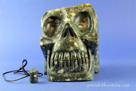 XL PRESELI BLUESTONE Manus Skull with real moss on top and Free Brainstem pendant! Free Worldwide Shipping!!