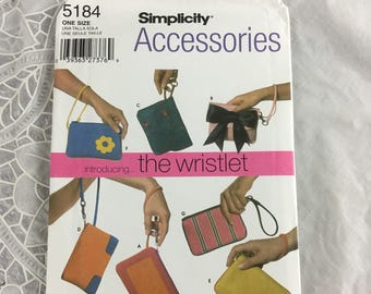 Simplicity 5184 Sewing Pattern Introducing...the Wristlet / wrist bags / wristlets / Donna Lang accessories / flower / bow / heart / purses