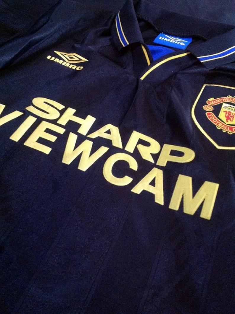 Manchester United 1993-1995 Cantona 7 KUNG FU Kick Soccer  42a0b35d8