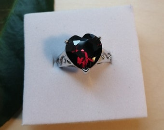 Garnet Style Faceted Heart Ring, Sterling Swirl Ring, Red Crystal Ring, Capricorn Star Sign, 2nd Anniversary Stone, January Birthstone