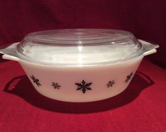 Pyrex JAJ Gaiety Black Snowflake 3 pint Casserole Dish #513 circa 1960