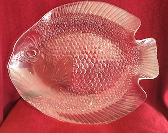 """Arcoroc Clear Glass Large Fish Pattern Serving Dish or Platter 15.5"""" nose to tail Circa 1960"""