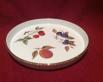 "Royal Worcester Ribbed Gold Edge Fruits Flan Dish 7"" diameter 3/4"" deep"