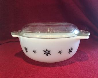 Pyrex JAJ Gaiety Black Snowflake 1 pint Easy Grip Casserole Dish circa 1958