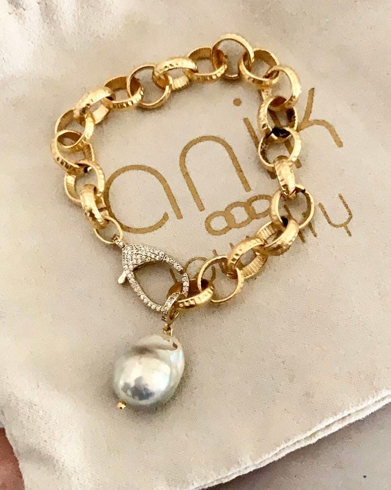 Gold Link & Baroque Pearl charm Bracelet