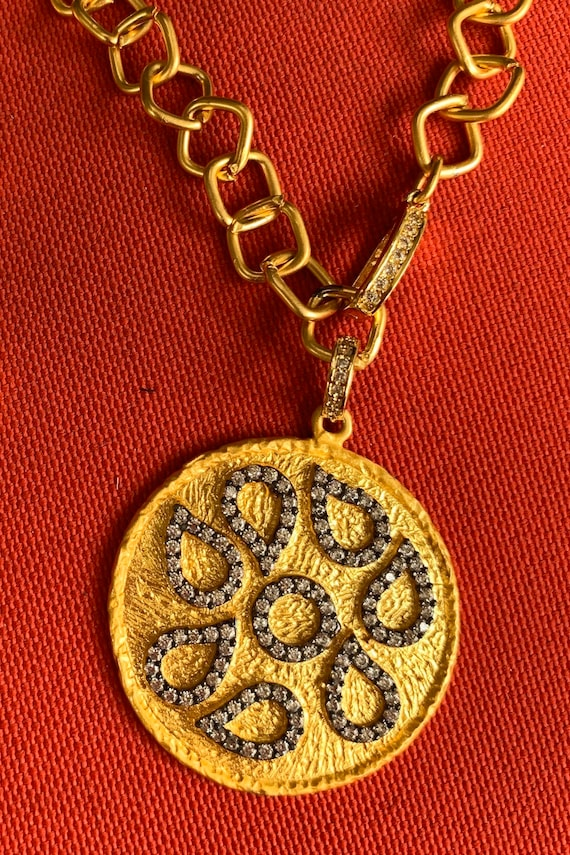Medallion Pendant Necklace