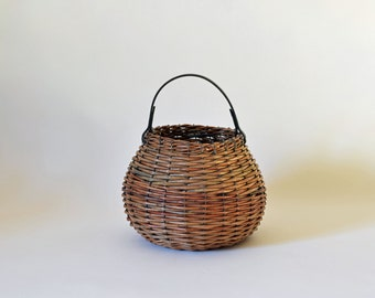 Small round basket in brown wicker