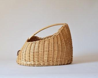 Summer bag in white wicker, organic shape