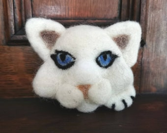 Needle felted white cat brooch pin, blue eyes, Unique gift, British wool pin