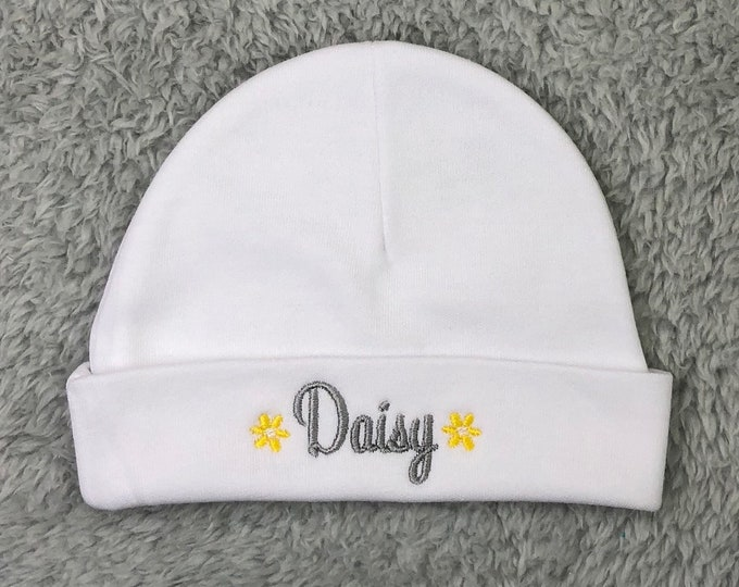 Personalized baby girl hat with daisies - micro preemie / preemie / newborn / 0-3 months / 3-6 months