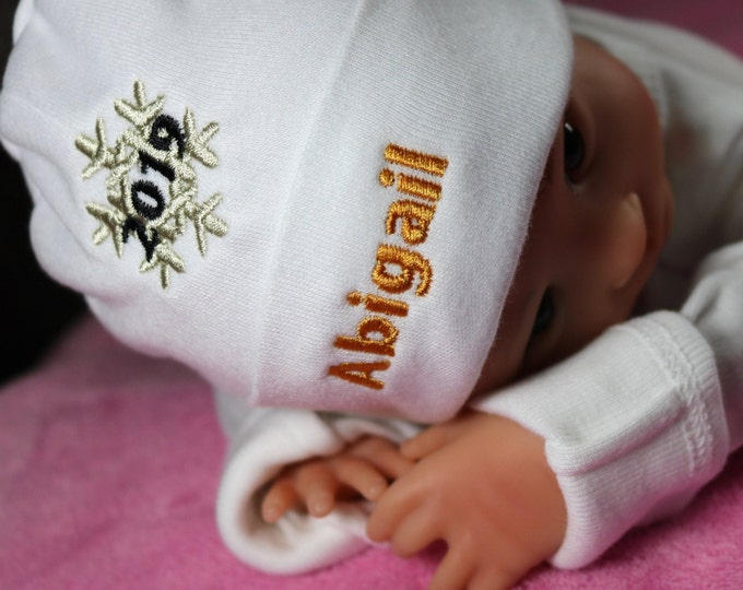 Personalized baby hat with 2020 snowflake - micro preemie / preemie / newborn / 0-3 months / 3-6 months