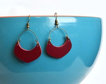 SUMMER VACATION FLASH Cranberry Red Leather Crescent Hoop Earrings // Leather Earrings // Crescent Shaped Earrings // Leafy Treetop Leather