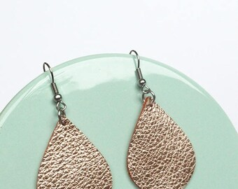SUMMER VACATION FLASH Leather Tear Drop Earrings:Metallic Rose Gold Leather Earrings // Mini Teardrop Leather Earrings // Leafy Treetop Leat