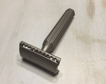 Vintage Durocoated Two Piece Safety Razor (Possibly Puredge?)