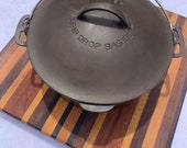 Vintage Wagner Ware Drip Drop Round Roaster Dutch Oven Size 8 Cast Iron with Trivet