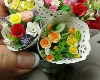 Bunch of miniature flowers in sleeve ((each)