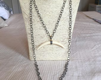 gunmetal chain necklace w/ horn