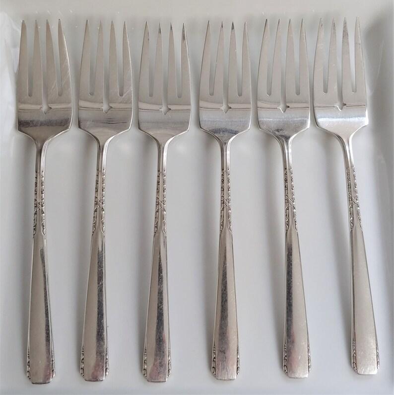 Ensemble de 6 millésimes 1881 Rogers Oneida Ltd. Banbury Brookwood Silver Plate Salad Forks des années 1950, Banbury Brookwood Pattern 1881 Rogers
