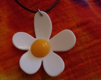 Large Plastic Daisy Necklace