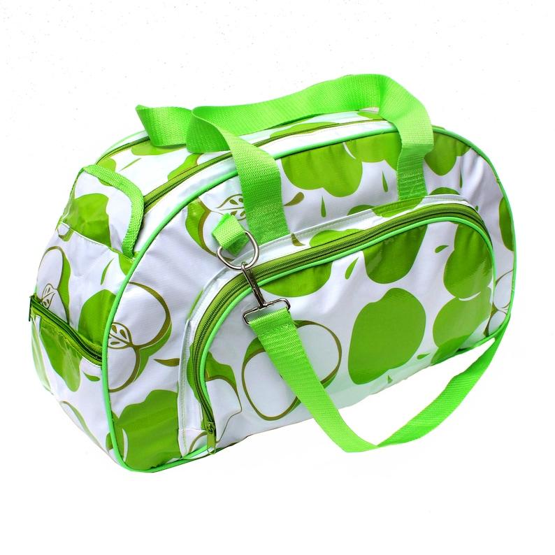 IKURI Weekender Bag Waterproof Beach Bag Swimming Bag in Oilcloth Travel Bag Holdall Crossbody Shoulder Bag Manzanas Green