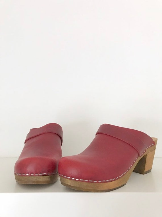 vintage. 1970's red leather clogs