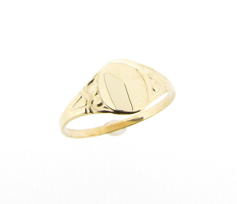 9ct Yellow Gold Oval Signet Ring Engraved Design UK Sizes C to image 1