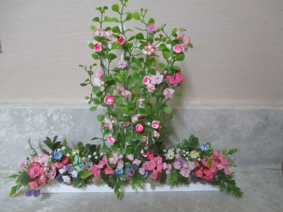 "5 1//4/""h x 3 1//4/""w at top Miniature doll//dollhouse white wood trellis//pink roses"