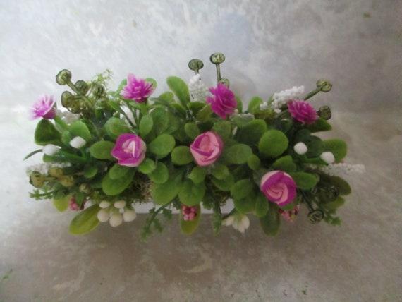 "3/"" miniature doll//dollhouse window box//magenta varigated roses// carnations"