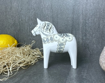 Genuine Dala horse by Grannas Andres Olsson, Hand carved and painted in Mora, Delivery from Sweden