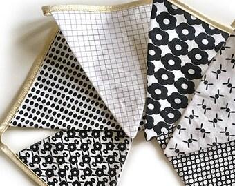 Guirlande 6 fanions en tissu - motifs exclusifs La Modette - noir et blanc