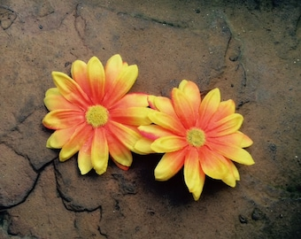 Daisy neon orange/yellow hair clips - Sold in set of 2