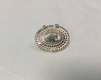 Nantucket basket hand etched scrimshaw Pendant with hidden bale.