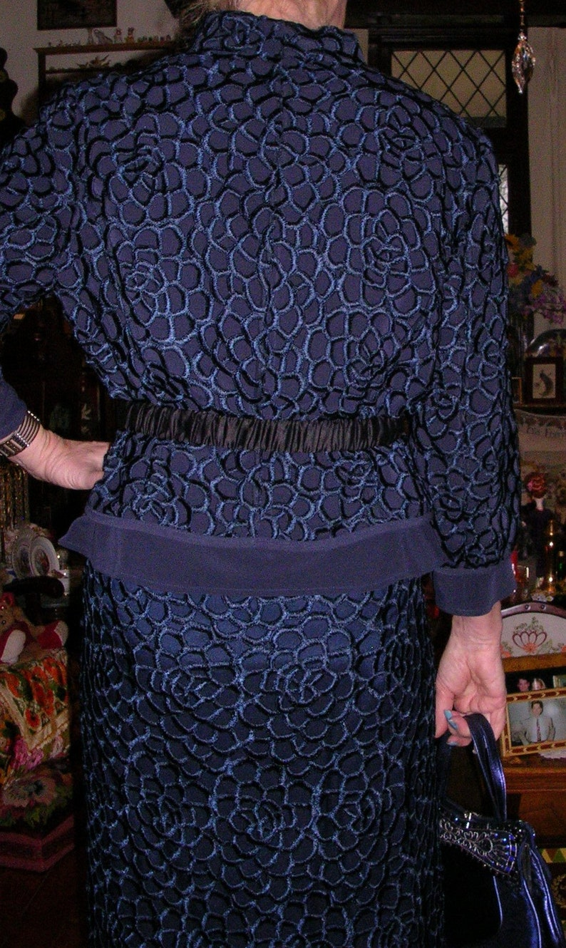 size Australia Vintage 1990/'s navy blue satin lined corded lacejersey 2 piece button-up pencil skirt suit by George Gross medium 14