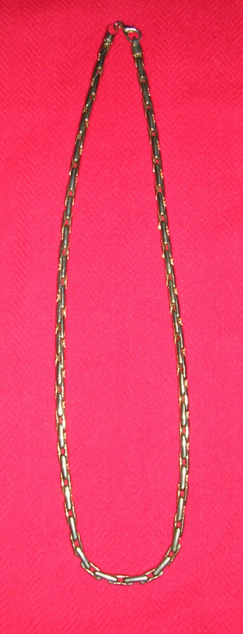 Vintage 1980s unisex gold-plated weighty costume jewellery long rambo mens necklace presenting in mint condition /& sporting crane hook clasp
