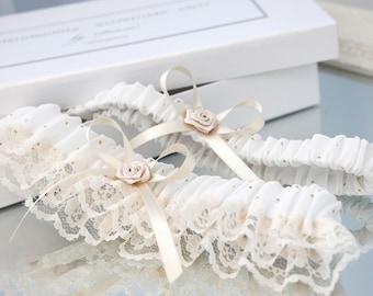 ivory garter set with gold dots, ivory wedding garter set, ivory garter set, ivory lace garter set, ivory bridal garter set, ivory garter