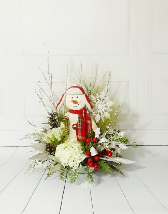 Christmas Table Arrangements Flowers.Holiday Arrangements Christmas Flower Arrangements Rustic Christmas Table Arrangements Christmas Decor Snowman Decor Farmhouse Decor