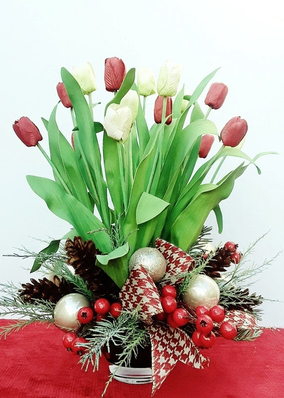 Christmas Table Arrangements Flowers.Free Shipping Christmas Table Centerpiece Holiday Centerpieces Christmas Floral Arrangements Floral Centerpieces Modern Christmas A181