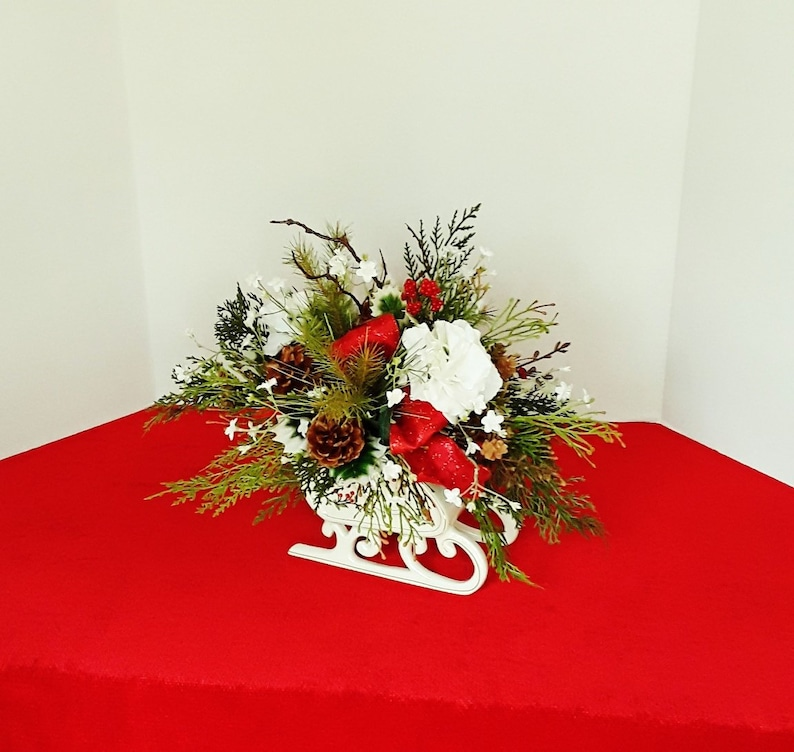 Christmas Flower Arrangements.Christmas Table Centerpieces Christmas Flower Arrangements Holiday Centerpieces Christmas Sleigh Holiday Table Decor Holiday Decor A188