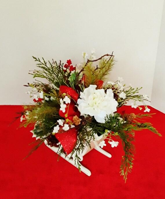 Christmas Flower Arrangements.Christmas Table Centerpieces Christmas Flower Arrangements Holiday Centerpieces Christmas Sleigh Holiday Table Decor Holiday Decor A188