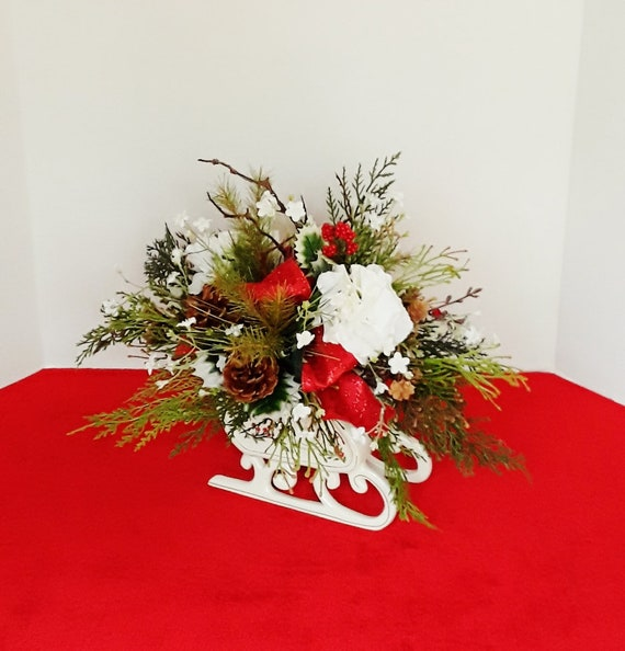 Christmas Table Arrangements Flowers.Christmas Table Centerpieces Christmas Flower Arrangements Holiday Centerpieces Christmas Sleigh Holiday Table Decor Holiday Decor A188